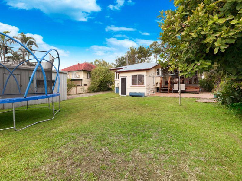 Beautifully Renovated Fully Fence Family Home
