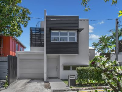 Executive Living & Low Maintenance Home in Newstead