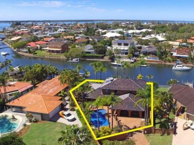 Stunning Waterfront House in Runaway Bay!!
