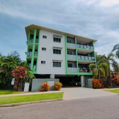 Central location. Safe, quiet and serene suburb, minutes away to the foreshore and beach!