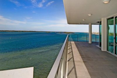 Private Sub-Penthouse with Incredible Views