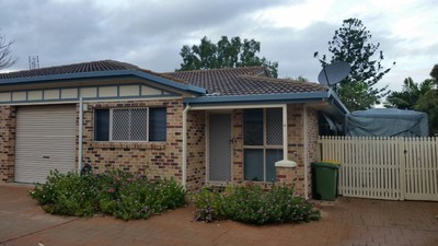 QUALITY UNIT - WALK TO STOCKLAND - $180,000