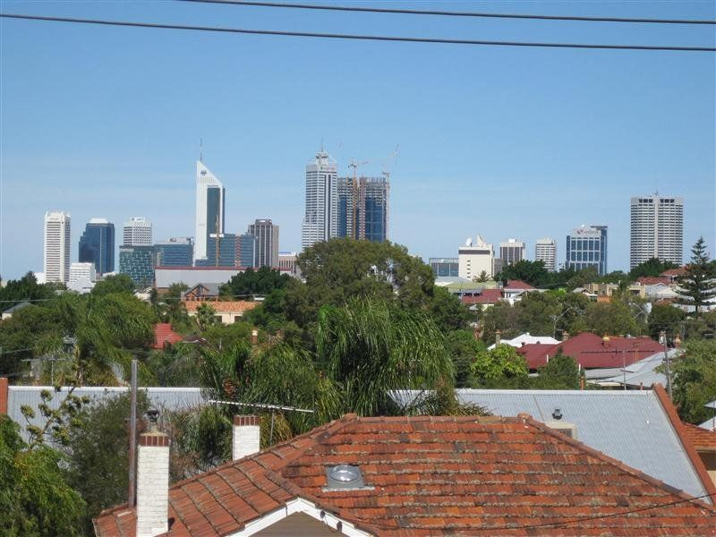 4/2 Russell Avenue North Perth 6006