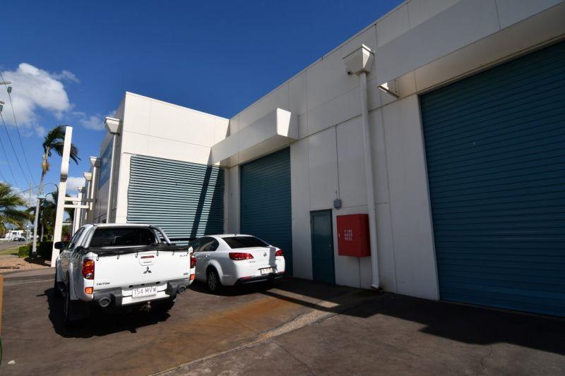 High profile Woolcock Street showroom/warehouse