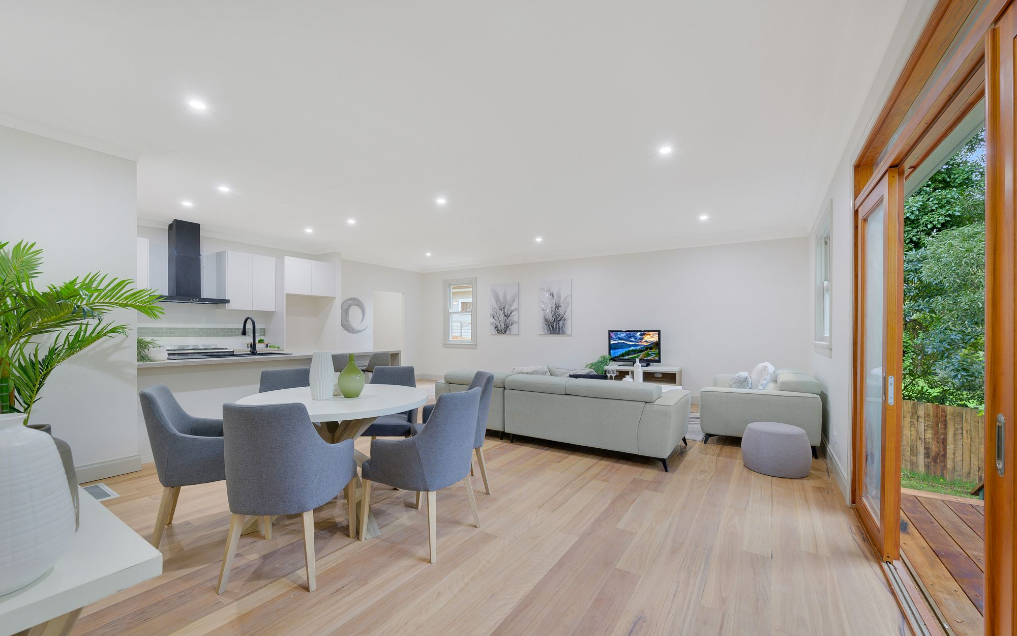 31 Armstrong Street Wentworth Falls 2782