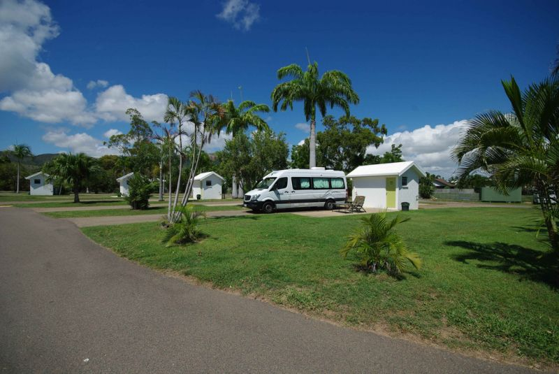 Freehold roadhouse and tourist park business