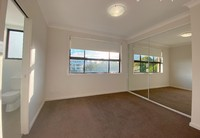 Ultra bright, near new 2 bed, walk to Harris Park train station