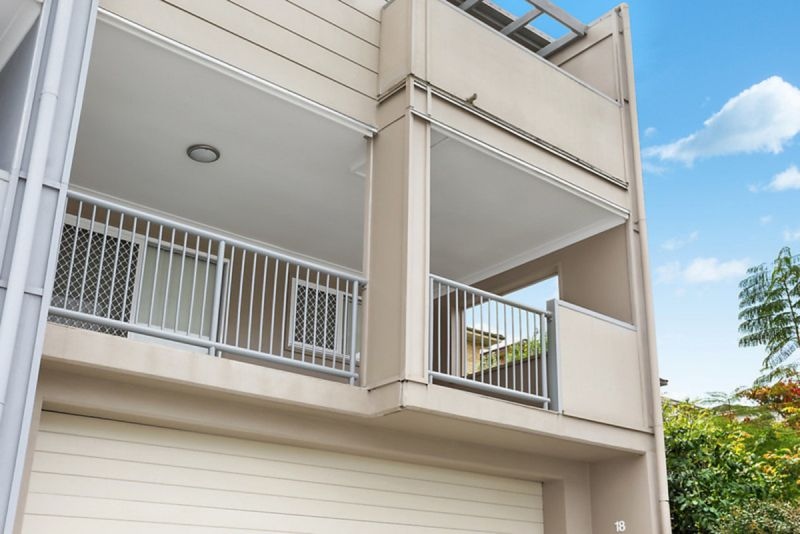 FANTASTIC THREE BEDROOM TOWNHOUSE WITH POOL