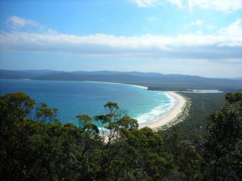 Live and work on 1.69 Ha of pristine coastal paradise.