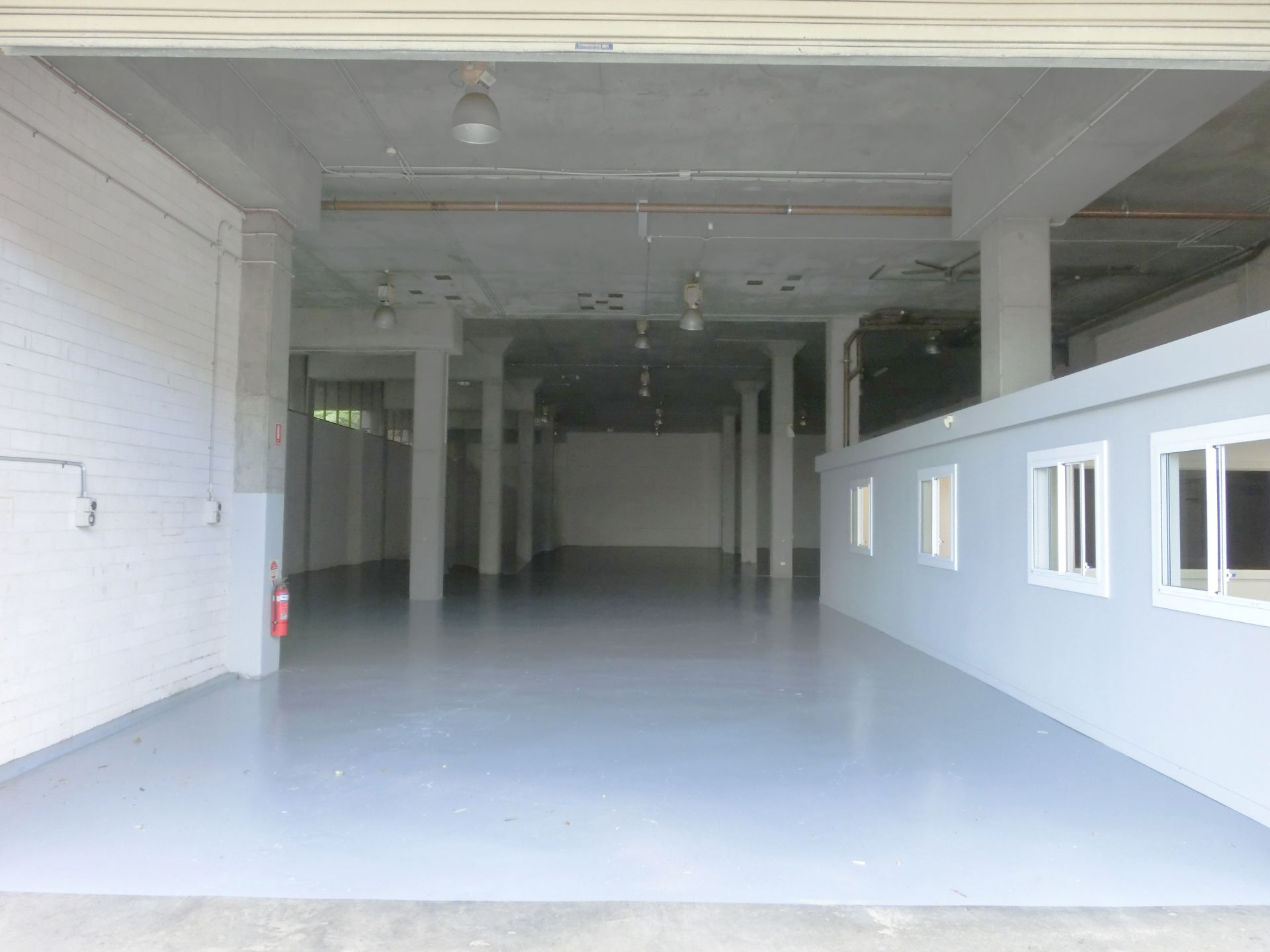 OUTSTANDING HIGH CLEARANCE OFFICE/WAREHOUSE