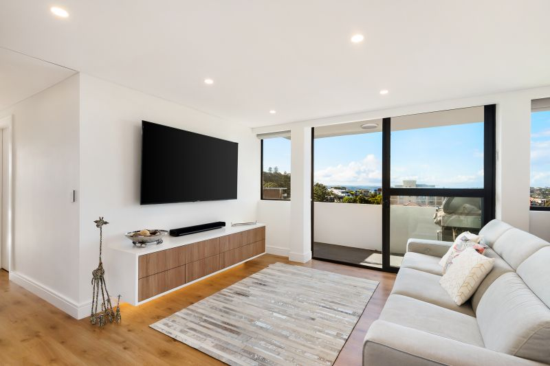 Bondi Penthouse With High End Finishes