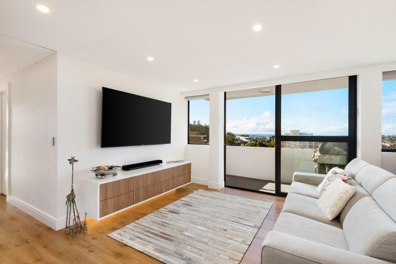 Bondi Penthouse With High End Finishes