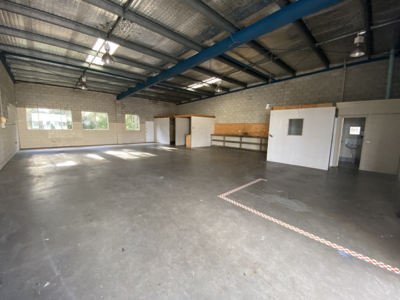 Freestanding Warehouse For Lease in Flexible Zoning Including Indoor Rec