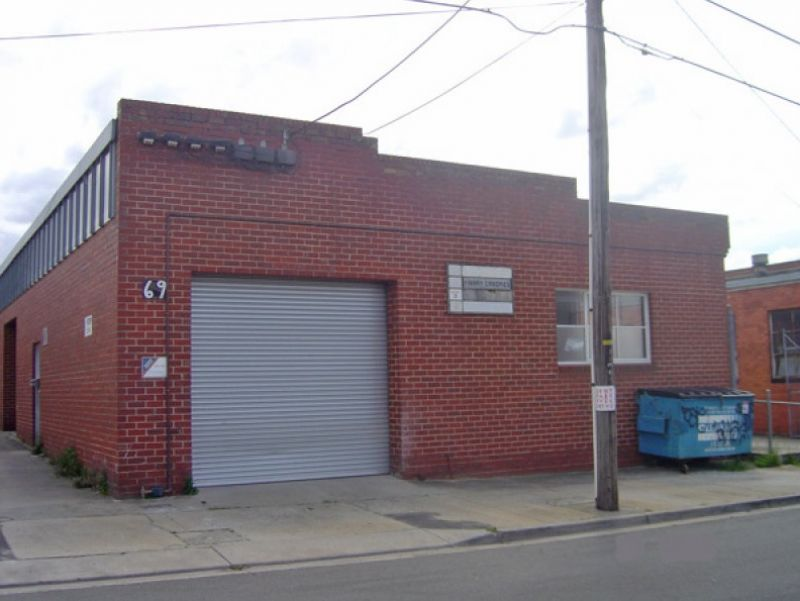STREET FRONTAGE IN CLAYTON