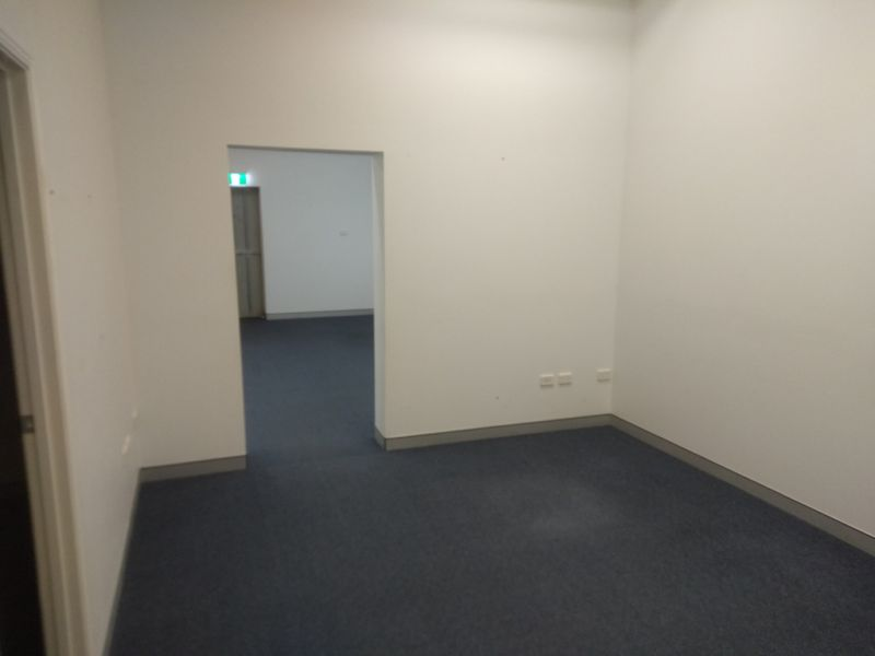 Absolute Prime Space - Top Location - Plenty Of Parking