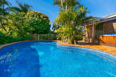 Robina Waters Family Home with Pool