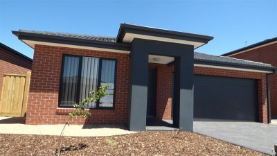 Stunning Four Bedroom Home in Point Cook!