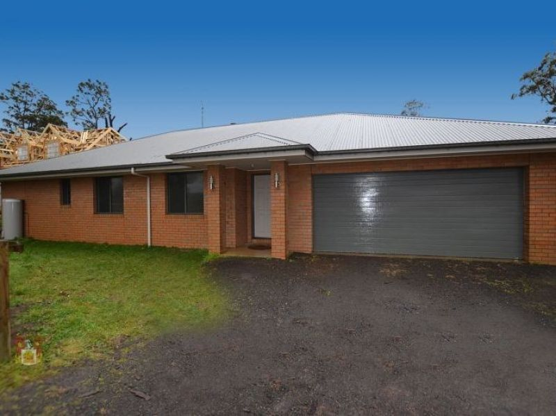 MODERN FAMILY HOME CLOSE TO THE KINGLAKE CENTRE
