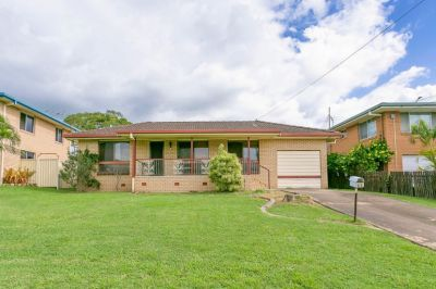 GREAT FAMILY HOME IN GORGEOUS STREET!