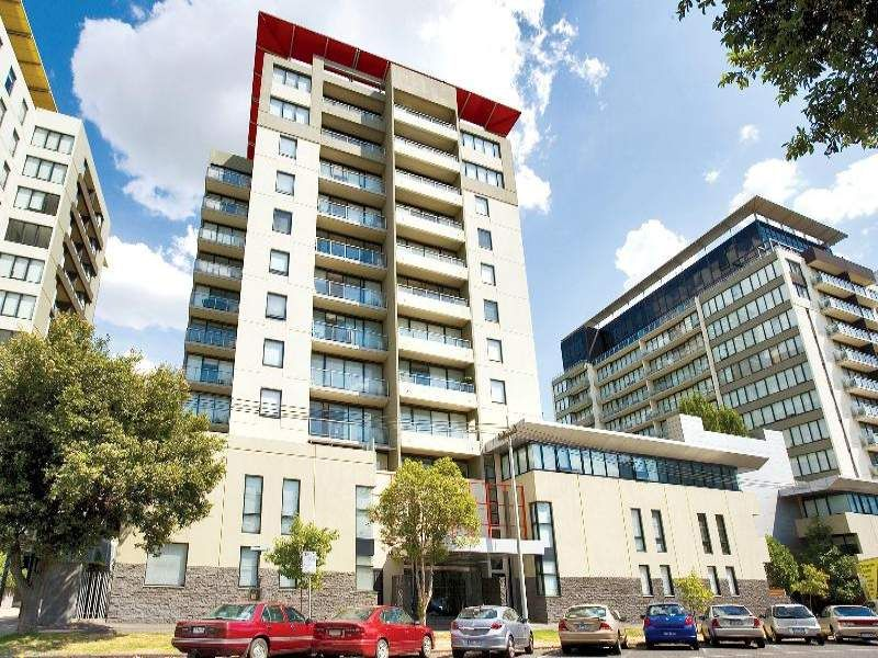 The Metro: 9th Floor - Stunning Three Bedroom Apartment in South Melbourne!
