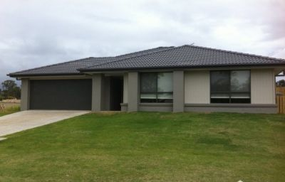 Large Four Bedroom Family Home in Fernvale! Available Now
