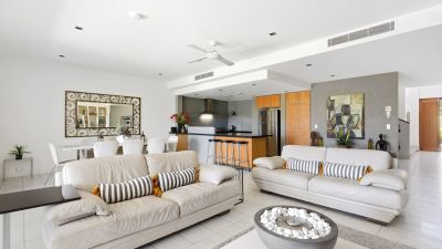 Fully Furnished - Golf course frontage