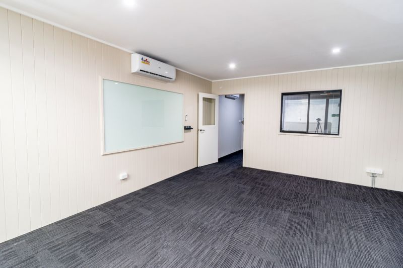 Office/Showroom/Warehouse on Compton Rd 437m2*