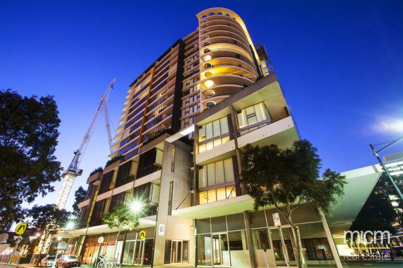 Village Docklands: Stunning Furnished Apartment with Carpark!