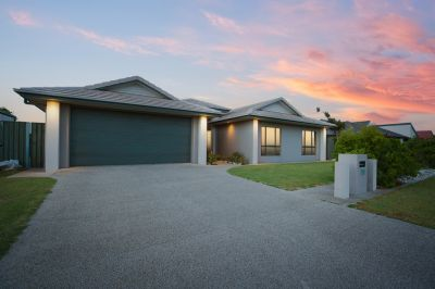 BEAUTIFUL FAMILY HOME ON 1001M2 BLOCK WITH SHED - CLOSE TO THE BEACH!