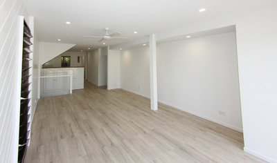 2 BEDROOM RENOVATED APARTMENT IN A QUIET LEAFY SETTING
