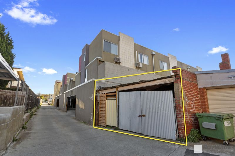 PROMINENT RETAIL & DWELLING GREAT LOCATION!