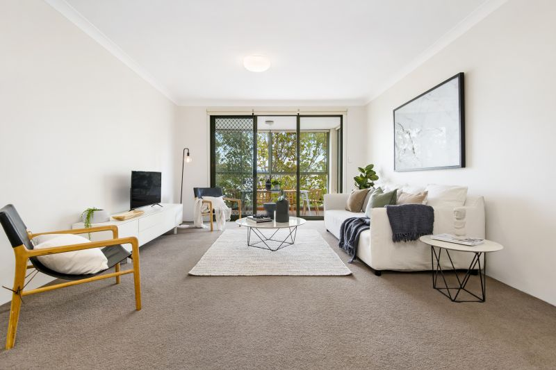 Spacious Living in a Bright & Modern Security Apartment
