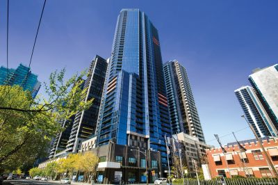 Southbank Central: Gorgeous One Bedroom Apartment Awaits!