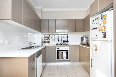 A Rare 2 Bedroom Unit For Lease 1 WEEKS RENT FREE ON APPROVED APPLICANT