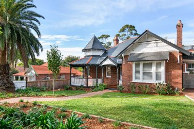 Outstanding Period Villa, Immaculately Renovated in the Heart of Gordon