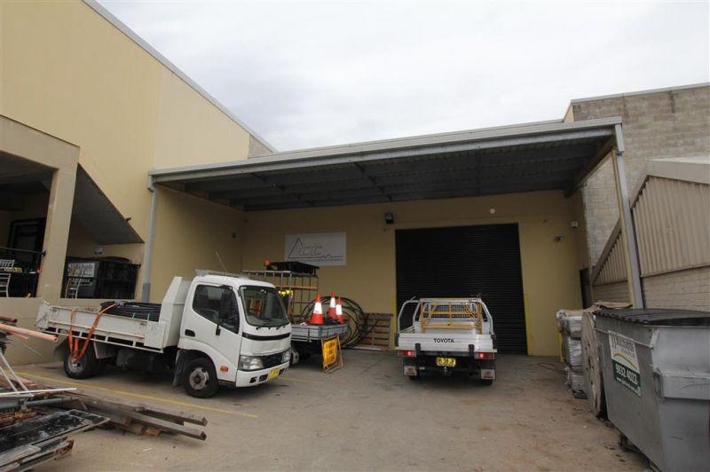 242m² Modern Industrial Unit