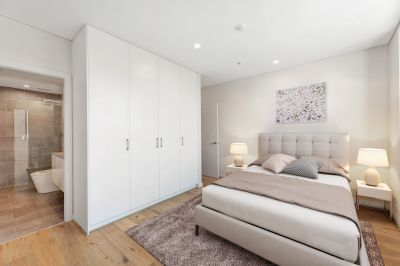 Ultra Modern Apartment Moments from Conveniences