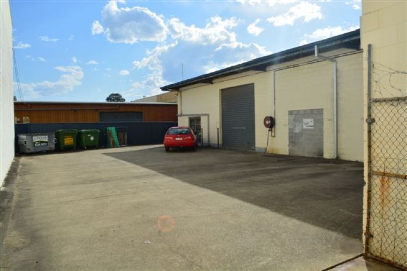 123m2* Warehouse On Pacific Highway