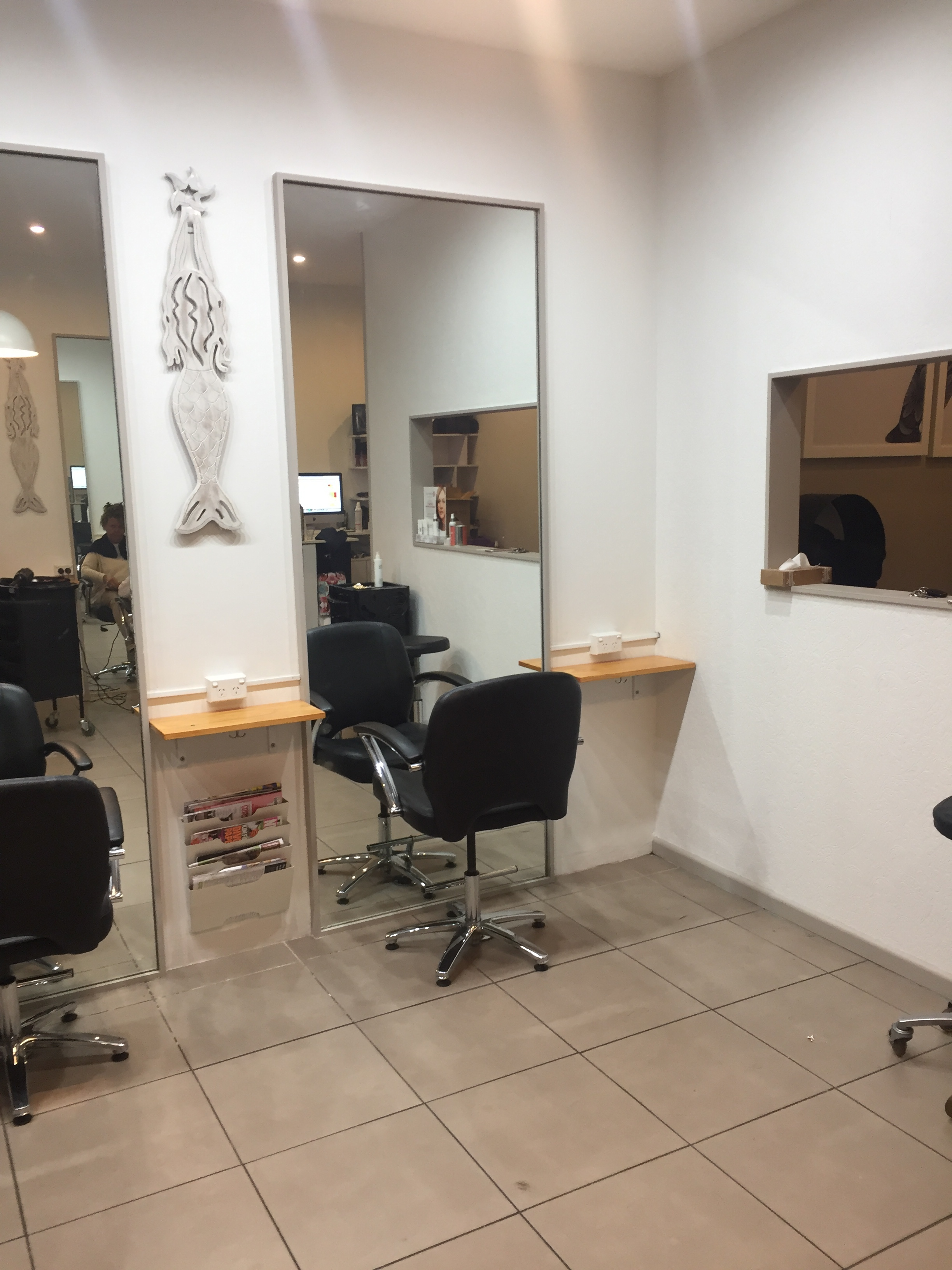 Hairdressing Shop Freshwater for Lease