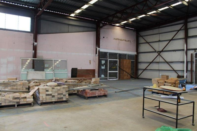Multi-purpose industrial property in the middle of town