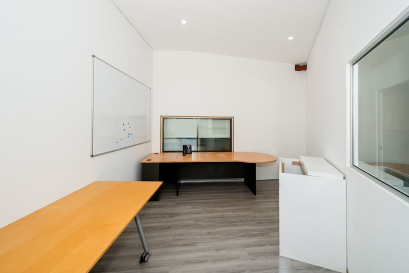 Office Showroom with Workshop Close to Sydney Airport