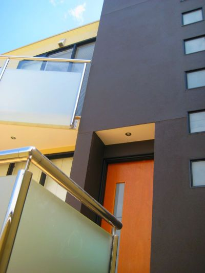 Modern Townhouse in Yarraville Village! **INSPECT NOW!!**