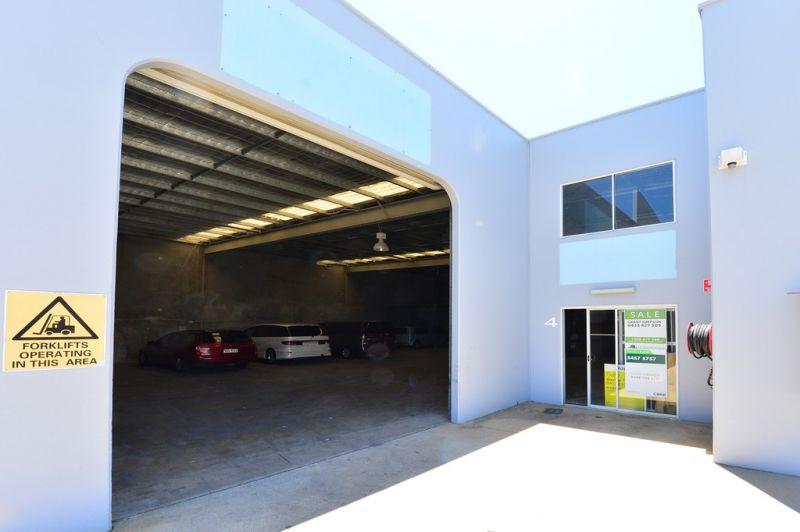 Rare Find In Kawana - Office Warehouse With Bonus Mezzanine