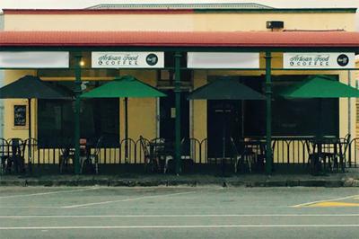 Cafe | Artisan Food with Retro Industrial Décor | Queenscliff