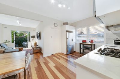 Renovated Pet Friendly Courtyard Apartment