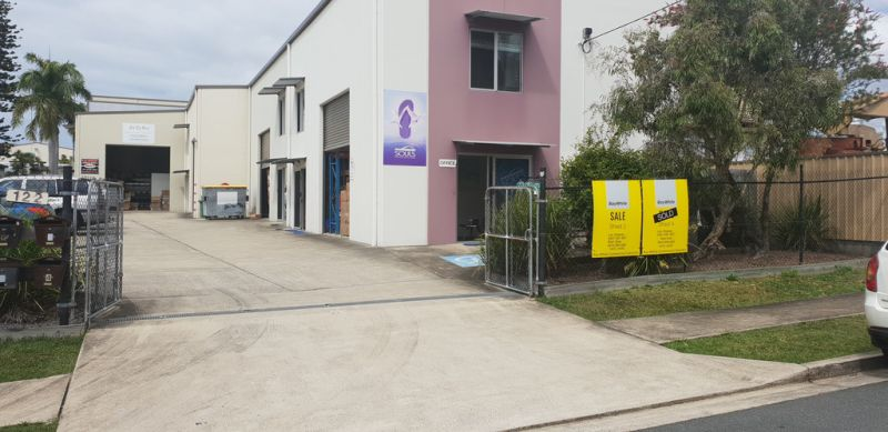Front Industrial Unit in Sought After Moffat Beach