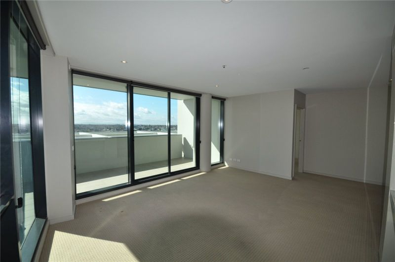 Alto on the Boulevard: Bright & Spacious Three Bedroom Penthouse!
