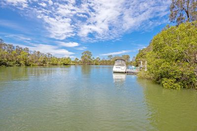 SIZE, SPACE & TRANQUILLITY NORTH TO WATER WITH PONTOON