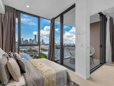 Ultra Modern Designer Apartment - Roof Top Pool, Gym & Cinema