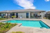 Stunning Pool, Private Corner Block Opposite Bush!
